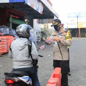 Satlantas Polres Malang Tegur 108 Pengendara di Hari Pertama Penerapan Teguran PSBB