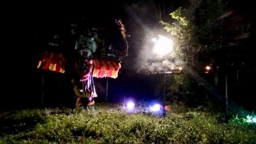 Sunarto saat melakukan ritual sambil menari reog di Dusun Sumberejo, Desa Sumberejo, Kecamatan Batu. (Foto: istimewa)