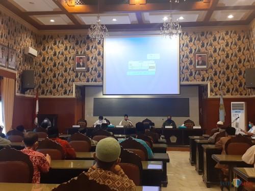 Pertemuan tokoh agama se-Kota Malang membahas perihal pelaksanaan salat Idulfutri 1441 H, di Balai Kota Malang, Rabu (20/5). (Arifina Cahyanti Firdausi/MalangTIMES).