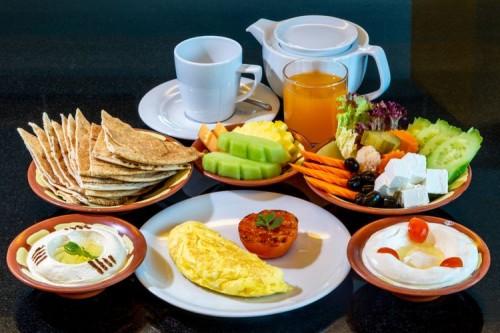 Perhatikan Tips Mengatur Porsi Makan Ini Biar Tetap Sehat di Hari Lebaran