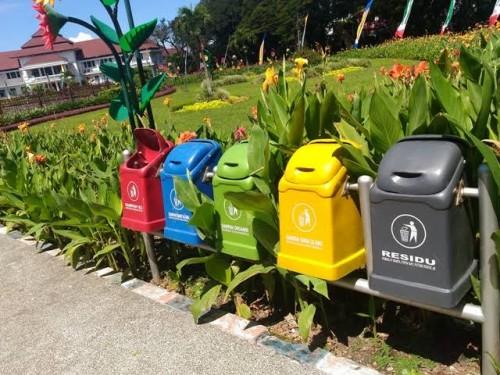 Tong sampah yang ada di bundaran tugu Kota Malang (istimewa)