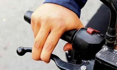 Hilangkan Kebiasaan Pengereman Motor dengan Dua Jari, Dampaknya Bisa Fatal