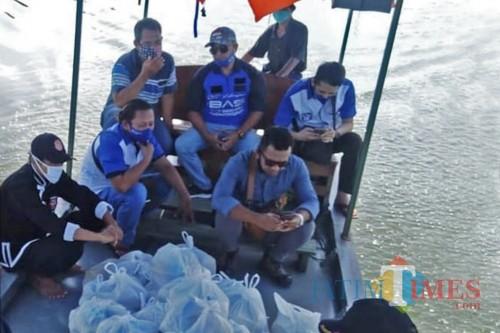 Relawan Satgas EBY salurkan bantuan sembako kepada warga di Desa Kenongorejo, Kecamatan Beringin Ngawi