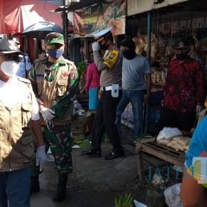 Sidak Pasar Tradisional, Bupati Blitar Puji Kedisiplinan Warga Terapkan Protokol Kesehatan