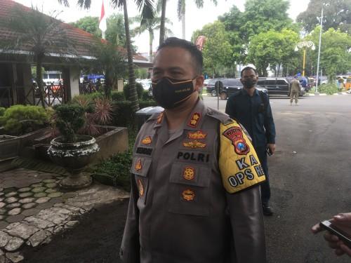 Kapolres Malang AKBP Hendri Umar saat menjelaskan kriteria PSBB di Kabupaten Malang.