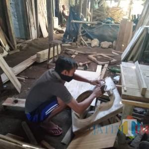 Berawal dari Hobi, Seniman Asal Ngawi Ini Produksi Ratusan Gitar Handmade Berkualitas
