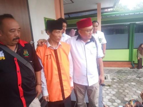 Sugeng Santoso (tengah) pelaku Mutilasi di Pasar Besar (doc MalangTIMES)