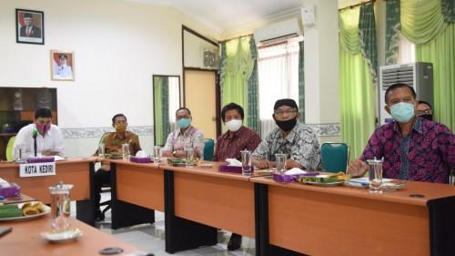 Kabar gembira bagi pengantin non Muslim di Kediri. (Foto: Ist)