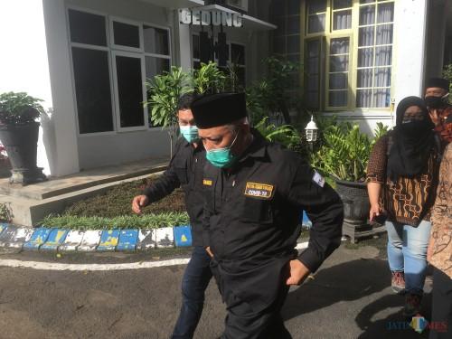Bupati Malang, HM Sanusi (pakai peci) saat membahas kesiapan new normal life di Kabupaten Malang (Foto: Ashaq Lupito / MalangTIMES)