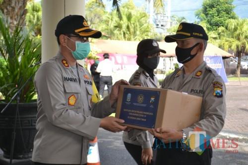 Polres Batu Bagikan 2.000 Paket Sembako