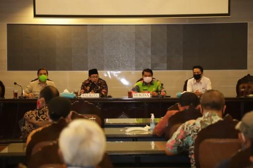 Suasana Rakor dengan pelaku dunia usaha se-Kota Malang membahas aturan masa transisi New Normal, di Balai Kota Malang, Jumat (29/5). (Foto: Humas Pemkot Malang)
