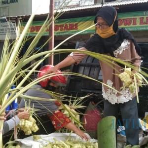 Pandemi Covid-19, Penjual Ketupat Malah Raih Untung Berlipat