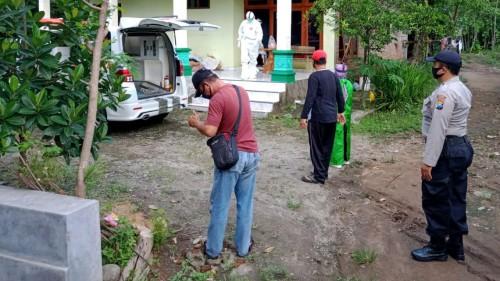 Pemulangan pasien covid-19 nomor 71 ke Desa Samping, Kabupaten Magetan, Sabtu (30/05/2020). (Foto:Istimewa)