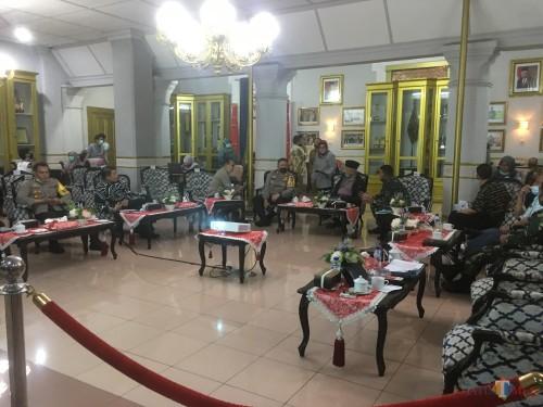 Suasana rapat pembubaran Tim Satgas PSBB di Kabupaten Malang (Foto : Ashaq Lupito / MalangTIMES)