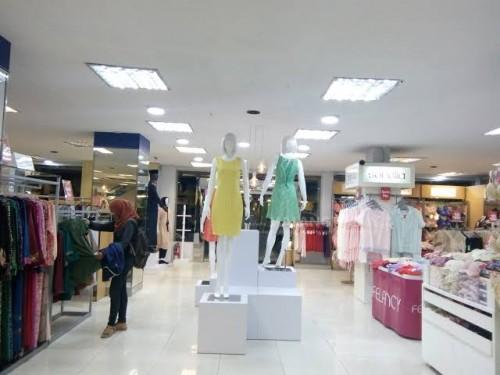 Aktivitas di pusat perbelanjaan sebelum PSBB. (Istimewa).