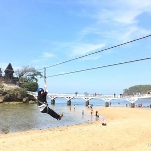 Bersihkan Sisa Rob, Pengelola Pantai Balekambang dan Ngliyep Siap Sambut Wisatawan