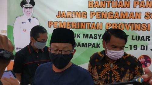 Wali Kota Malang Sutiaji (tengah) didampingi Sekda Kota Malang Wasto (kanan) dan Kabag Humas Pemkot Malang Nur Widianto (kiri) (Pipit Anggraeni/MalangTIMES).