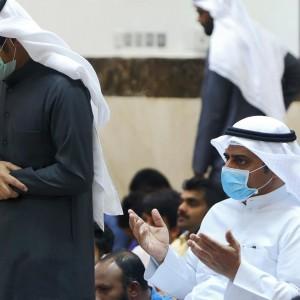 Salat Kenakan Masker di Tengah Pandemi Covid-19, Begini Hukumnya dalam Islam!
