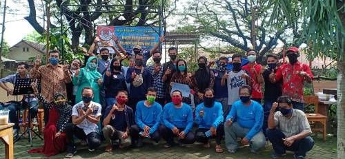 Komunitas IWM Bersama Mitra Driver dan Food Indotransjek Usai Halal Bihalal Di Komplek Taman Trembesi, Minggu (31/05/2020)