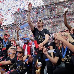 Sejarah Kelam Sepak Bola, Mulai Tipu Klub Hingga Ganti Kelamin