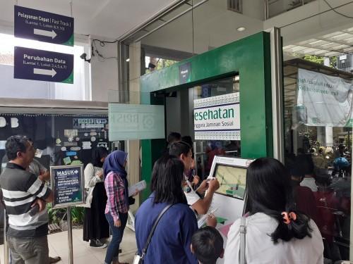 Suasana pelayanan di BPJS Kesehatan Cabang Malang sebelum pandemi Covid-19. (Arifina Cahyanti Firdausi/MalangTIMES).