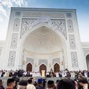 Masjid-Masjid di Saudi Kembali Dibuka, Warga Tak Kuasa Menahan Tangis dan Ucap Syukur