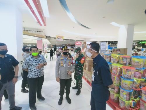 Forkopimda saat melakukan pemantauan di Transmart (Anggara Sudiongko/MalangTIMES)