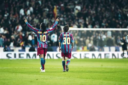 Messi Punya Karir Cemerlang karena Barca Berani Depak Ronaldinho di Usia Emas
