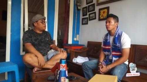 Dendi Santoso (kanan) saat bercerita kepada El Kepet (screenshot YouTube El Kepet)