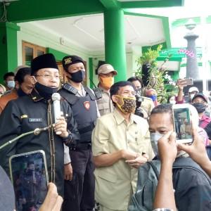 Sutiaji Datang, Kerumunan Wali Murid di Dinas Pendidikan Bubar dengan Damai