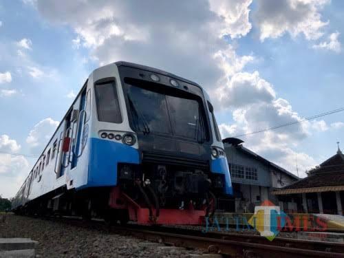 Angkutan umum kereta api (foto dok MalangTIMES)