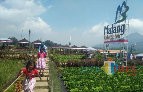 Para wisatawan saat berkunjung ke Pujon Kidul, salah satu wisata unggulan di Kabupaten Malang yang bakal menerapkan penjualan tiket online (Foto : Dokumen MalangTIMES)