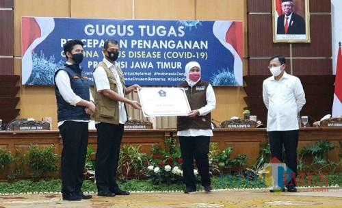 Kepala BNPB Letjend TNI Doni Monardo bersama Gubernur Jatim Khofifah