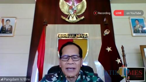 Pangdam V/Brawijaya Jawa Timur Widodo Irsyansyah SSos MM saat menjadi narasumber di webinar UIN Malang. (Foto: Ima/MalangTIMES)