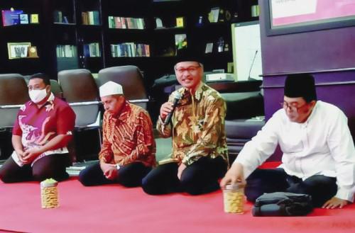 Rektor UIN Malang, Prof Dr Abdul Haris MAg (pegang mic). (Foto: Humas)