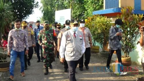 Bupati Malang Sanusi saat akan meninjau TPST Mulyoagung (Amin)
