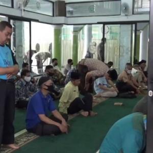 Transisi New Normal, Masjid Balai Kota Malang Gelar Salat Jumat Perdana
