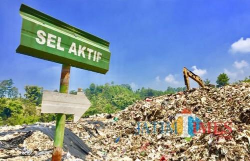 Sampah di zona sel aktif TPA Kota Batu beberapa saat lalu. (Foto: Irsya Richa/MalangTIMES)