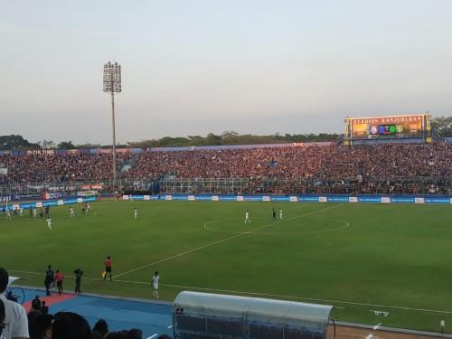 Pertandingan Liga 1 sebelum Covid-19 masuk Indonesia (Hendra Saputra)