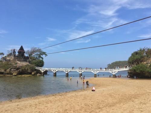 Wisata Pantai Balekambang yang kembali beroperasi paska pandemi covid-19 (Foto: Dokumen MalangTIMES)
