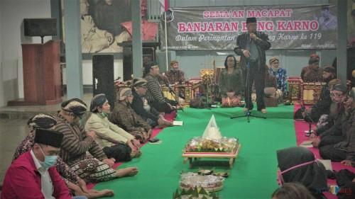 Wali Kota Blitar Santoso memberikan sambutan di acara Sema'an Mocopat Banjaran Bung Karno di Istana Gebang.(Foto : Aunur Rofiq/BlitarTIMES)