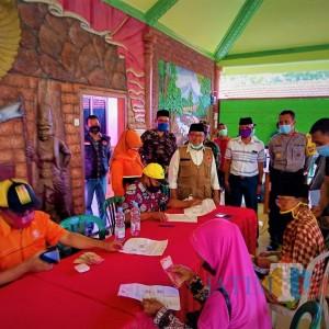 Turun Langsung ke Lapangan, Bupati Blitar Kawal Penyaluran Bantuan Sosial Tunai Tahap II