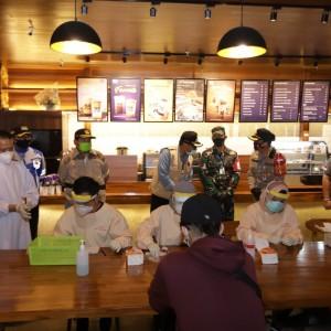 Lagi, 12 Pengunjung Kafe Reaktif Rapid Test di Malang Saat Asyik Nongkrong Malam Mingguan