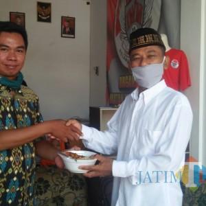 Resmikan Kantor, Komunitas Ikatan Wong Madiun Salurkan Bantuan Sembako