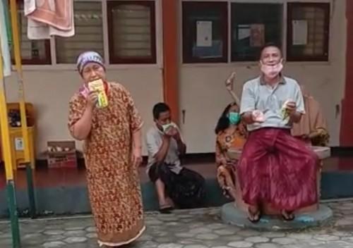 Tangkapan layar video viral pasien covid-19 teriak kelaparan di ruang isolasi STIKES Pemkab Jombang. (istimewa)