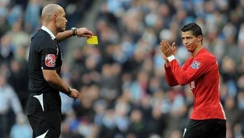 Tendangan penalti Cristiano Ronaldo yang dianulir wasit dan dikartu kuning (istimewa)