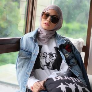 Meisya Siregar Luncurkan Koleksi Baru, Sweatershirt John Lennon Buat Keluar Rumah