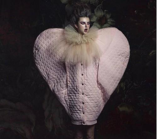 Koleksi Baju Hangat Anti-mainstream, Ivan Avalos Luncurkan Lambang Cinta Raksasa