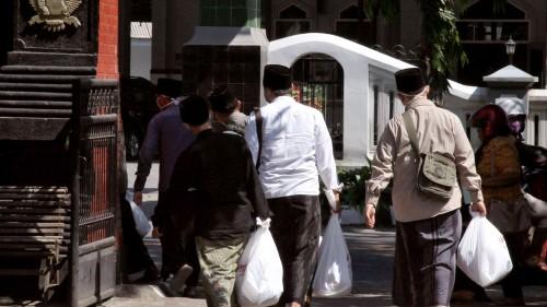 450 paket sembako dibagikan untuk mahasiswa di kawasan Kota Kediri di Kantor Dinas Pendidikan Kota Kediri. (Foto: Istimewa)