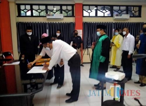 Suasana pelantikan petugas PPS di kantor KPU Kabupaten Kediri. (Eko arif s/Jatimtimes)